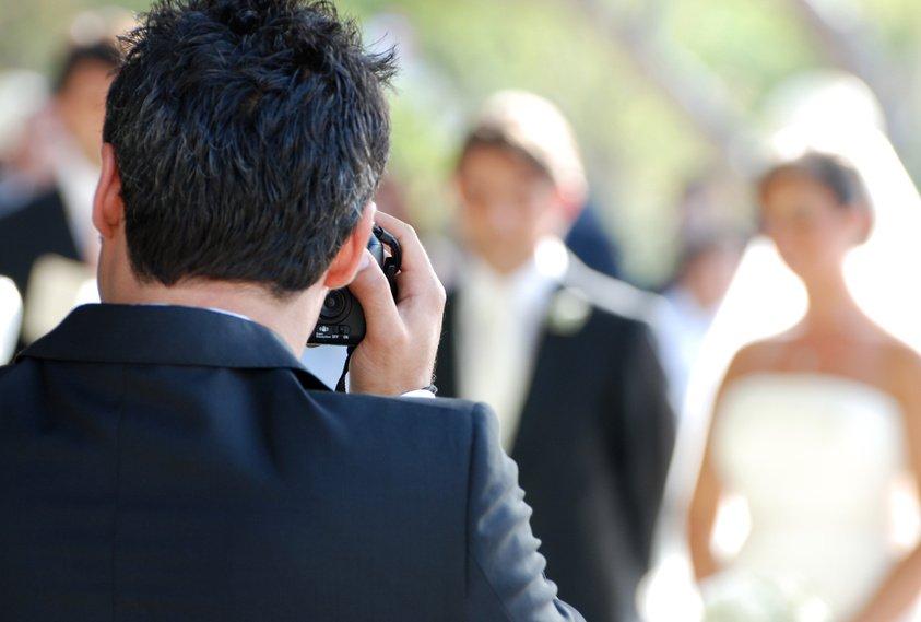 Hochzeitsfotograf fotografiert Brautpaar