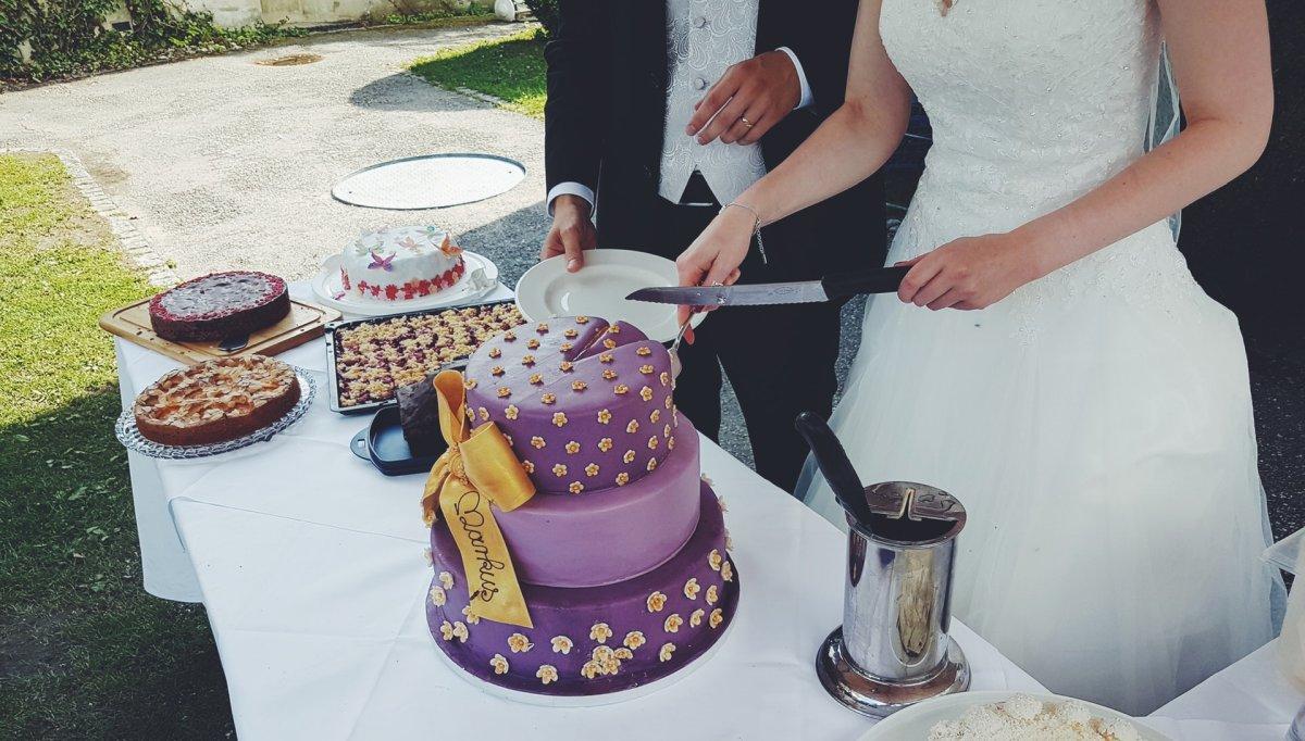Hochzeitsbrauch Torte anschneiden