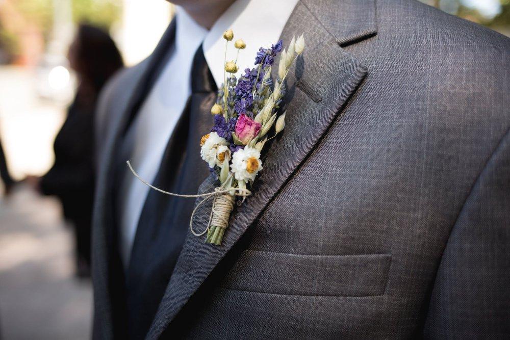 Gut gekleideter Bräutigam