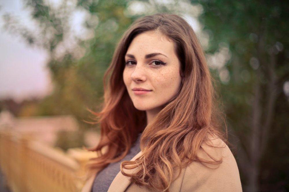 Junge Frau im Portrait